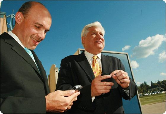 Los CEOs de RIM, Jim Balsillie y Mike Lazaridis renuncian a sus puestos en RIM