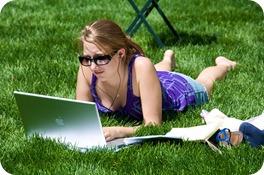 girl_on_macbook_air