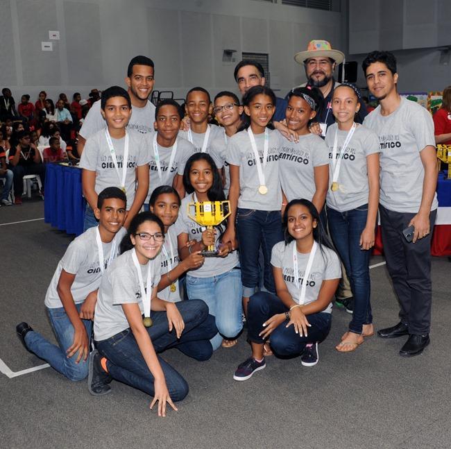Liceo Cientifico Salcedo, equipo Los Programalocos_resized_20170511_082048046