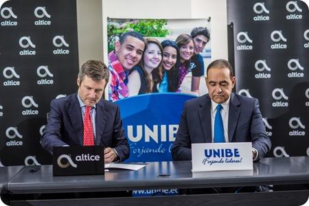 2. Martin Roos, CEO Altice Domininana y Doctor Julio Amado Castaños Guzmán, rector de la Universidad Iberoamericana